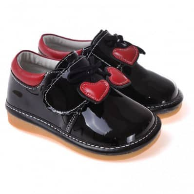 http://cdn1.chausson-de-bebe.com/3180-thickbox_default/caroch-squeaky-leather-toddler-girls-shoes-black-babies-with-red-heart.jpg