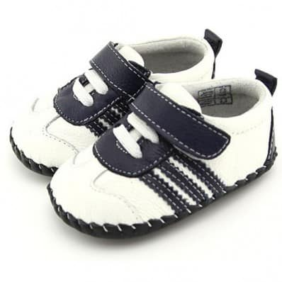 http://cdn3.chausson-de-bebe.com/3952-thickbox_default/freycoo-baby-boys-first-steps-soft-leather-shoes-white-with-black-strips-sneakers.jpg