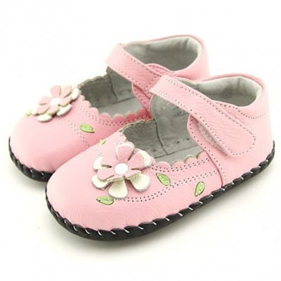 http://cdn1.chausson-de-bebe.com/4310-thickbox_default/freycoo-baby-girls-first-steps-soft-leather-shoes-pink-shoes.jpg