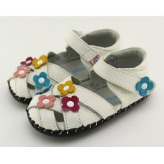 FREYCOO - Baby girls first steps soft leather shoes | White sandals with 3 flowers
