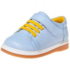 Little Blue Lamb - Zapatos de cuero chirriantes - squeaky shoes niños | Zapatillas de deporte azul cordones amarillo