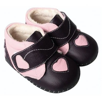 http://cdn3.chausson-de-bebe.com/914-thickbox_default/freycoo-baby-girls-first-steps-soft-leather-shoes-dark-purple-pink-heart.jpg